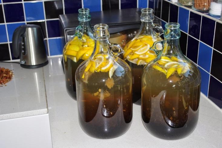 http://3.bp.blogspot.com/-MraSBQ8wEoU/VCk4jXZPyiI/AAAAAAAAAYA/uXkNzhLketc/s1600/Lemon%2Band%2Bginger%2Bwine.jpg